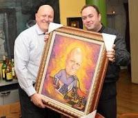 I Premio Nacional de Ajedrez Chessy: Alfonso Romero entregando caricatura a Leontxo García