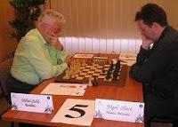 Partida Mihail Suba contra Nigel Short en el Torneo Romgaz Reyes del Ajedrez 2008