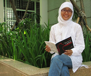 siti aniroh, penulis Nobody Happy With Cancer