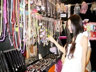 Singaporean Model/Blogger Nira Chan Korean Vacation Sex Tape? Sex Video for Download