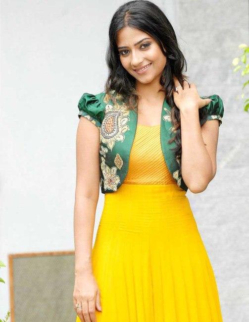 Zu fun athidi sharma simple beautiful indian girl for Simple and beautiful