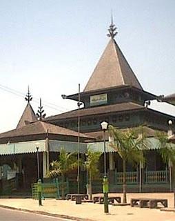 Masjid Sultan Suriansyah (1526)
