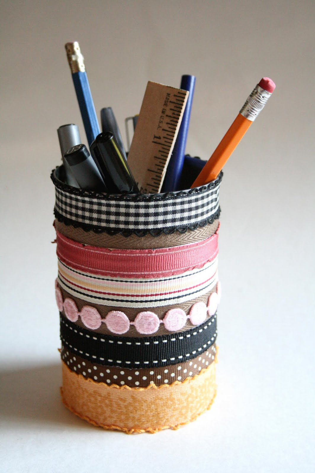 the creative place diy ribbon can pencil holder. Black Bedroom Furniture Sets. Home Design Ideas