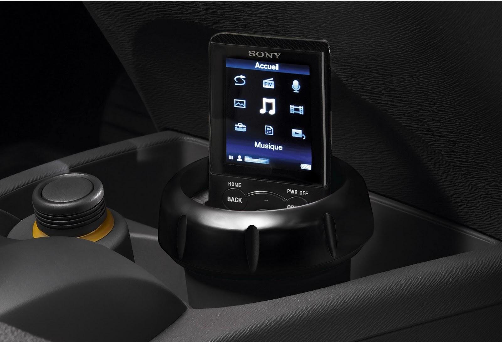 voiture communicante renault lance avec sony la twingo walkman. Black Bedroom Furniture Sets. Home Design Ideas
