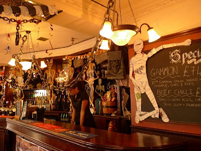 Bars Near Piccadilly Circus >> Travel Log My Foot Prints On The World Map Uk