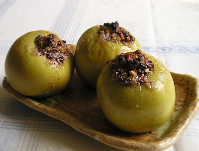Baked apples stuffed with cranberries and walnuts