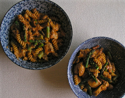 Pasta with Chicken, Asparagus and Mushrooms in Paprika Sauce