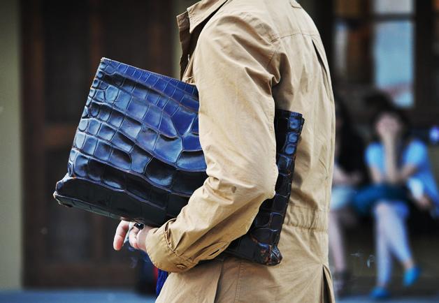 Jom selongkar apa yang ada dalam beg seorang lelaki?