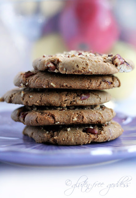 Almond flour cookies with a nutty crunch