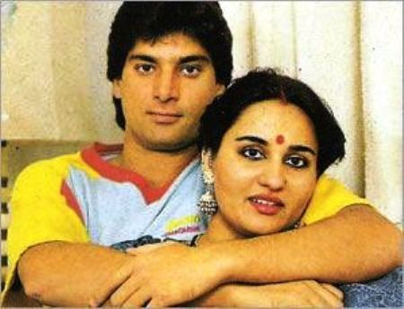 gaddafi: Pakistani Cricketers With Their Wives
