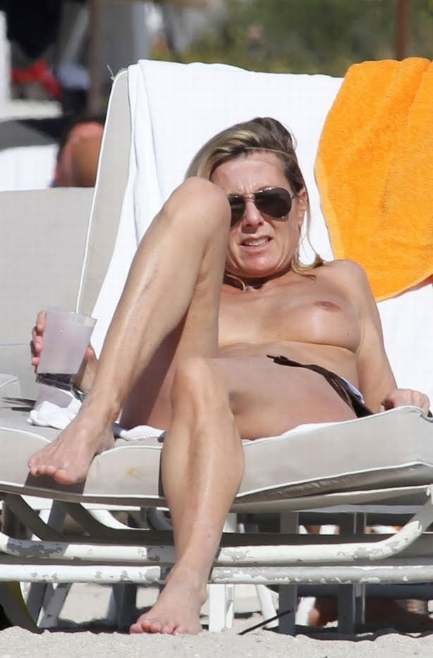 Miami beach topless big black titty - 3 part 1