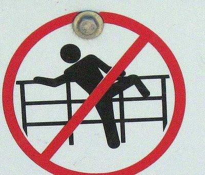 Os sinais de proibição mais bizarros 24