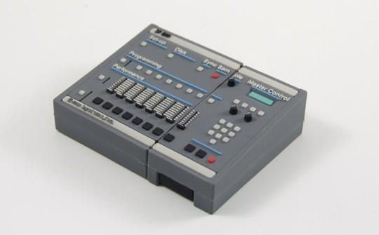 goodfellaz mini mpc 2000xl sampler and sp1200 drum machine usb flash drives. Black Bedroom Furniture Sets. Home Design Ideas
