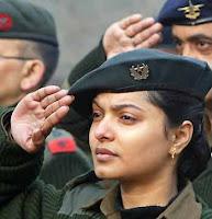 4 army girls