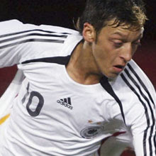 Mesut Ozil could sign for Tottenham Hotspur, THBN
