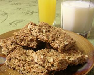 Oatmeal bars with bacon and cheddar cheese: breakfast delicious!