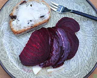 My Favorite Way to Roast Beets ♥ AVeggieVenture.com with step-by-step photos. The Beet Queen has roasted beets in so many ways. This technique? Least fuss, excellent results. Rave reviews. Currently recruiting Beet Princesses.