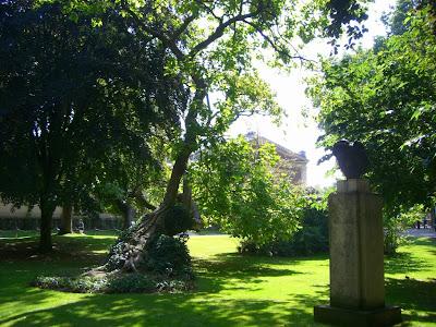 Paris jardin du luxembourg and la villette beautiful for Le jardin catalan