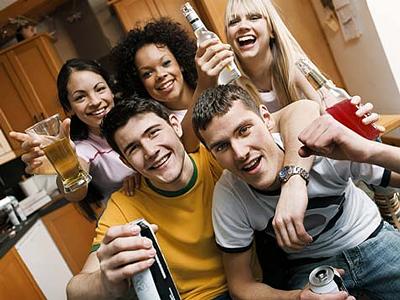 El alcohol afecta a adolescentes y adultos