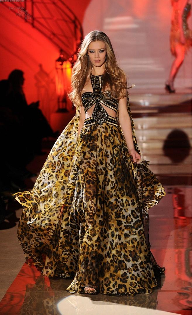 sunriseflight: Backstage of Valentino Spring 11 Couture