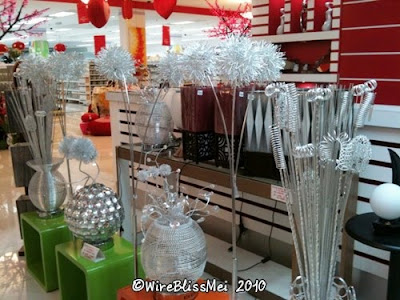A surprise find at the mall - wire flowers and vases!