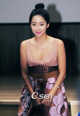 Asian sexy artis