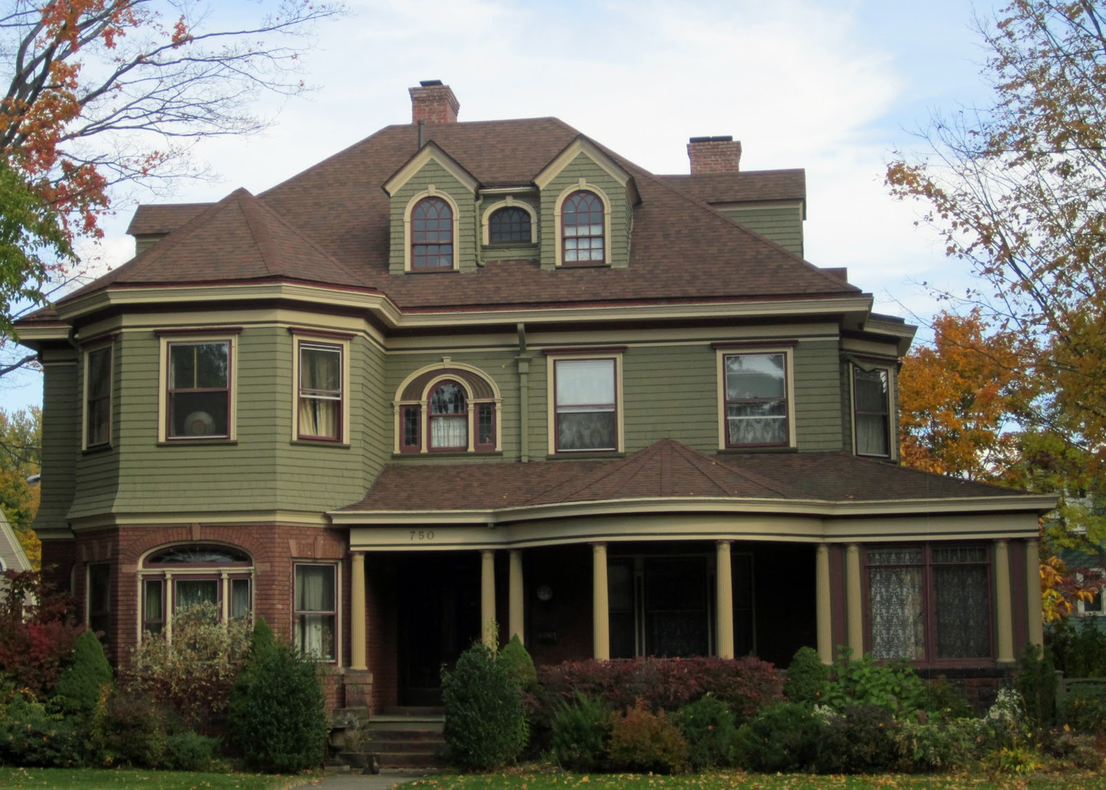 Naples and hartford in season victorians for Green ideas for houses