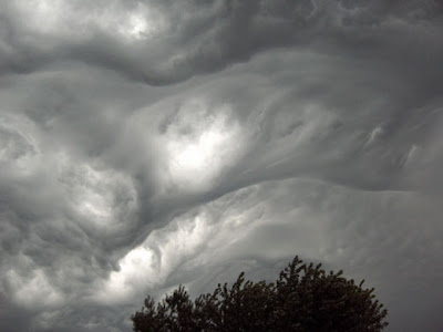 Nube líquido en cielo