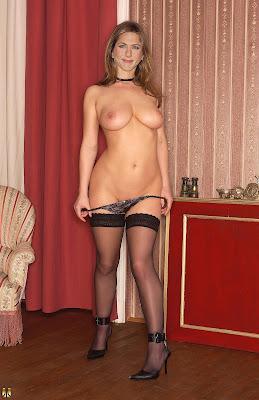 Jennifer Aniston In Pantyhose 80
