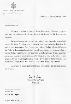 """PAPA BENTO XVI RECEBE EM MÃOS O CD """"TOCANDO O CÉU"""", DA BANDA CANAL DA GRAÇA"""