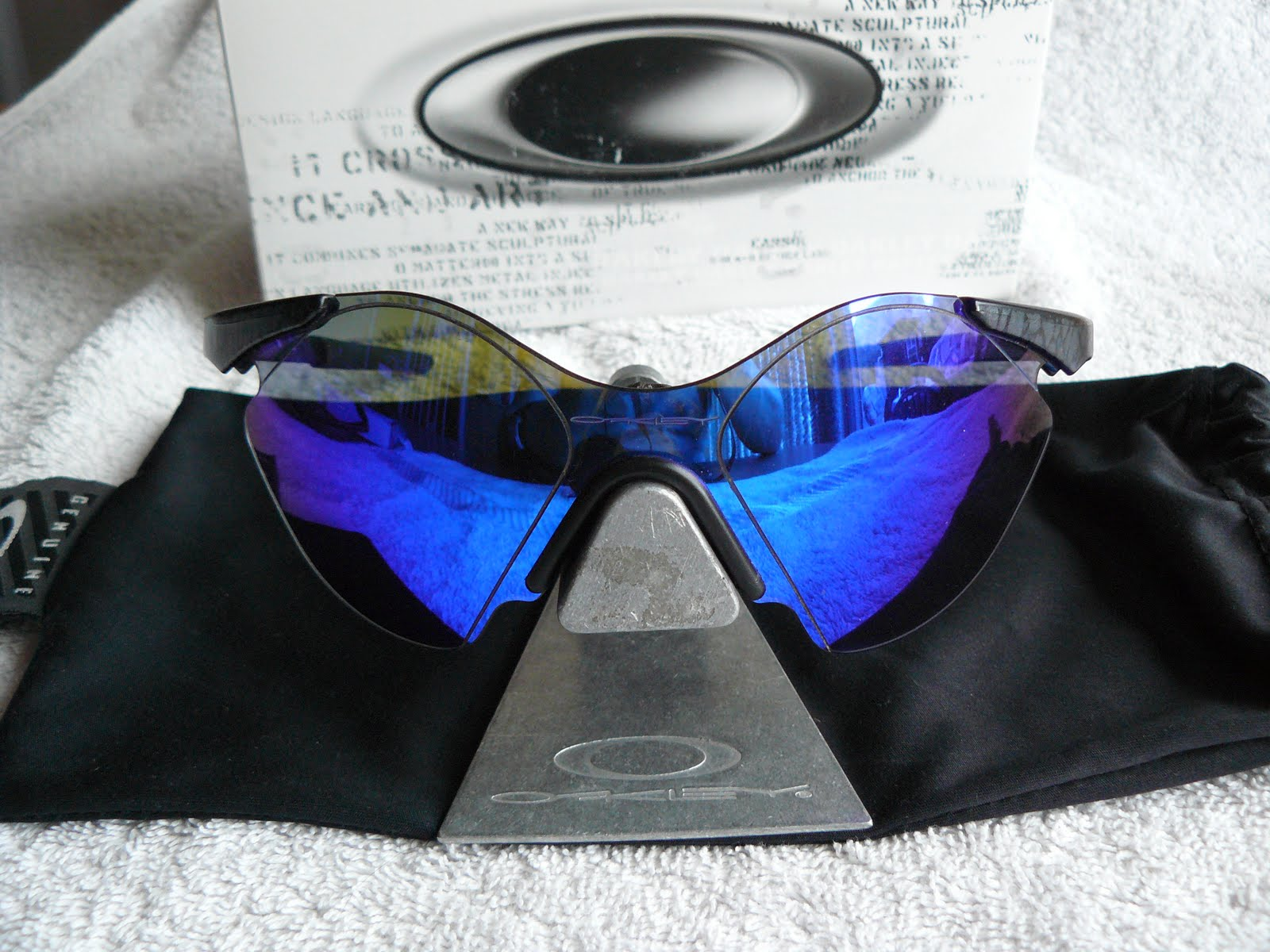 270d89c569f1d Oakley Sub Zero Planet X