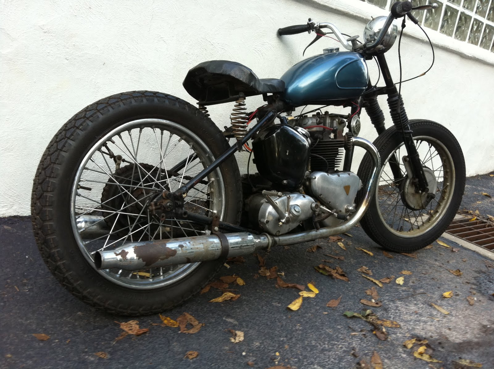 me and this motorcycle new toy 1951 triumph 5t speed twin bobber. Black Bedroom Furniture Sets. Home Design Ideas