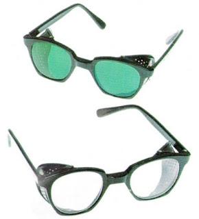 53d58db923598 A porção posterior do olho é constituída basicamente pela retina, que é um  tecido que abriga as células responsáveis pela visão e o nervo óptico, ...
