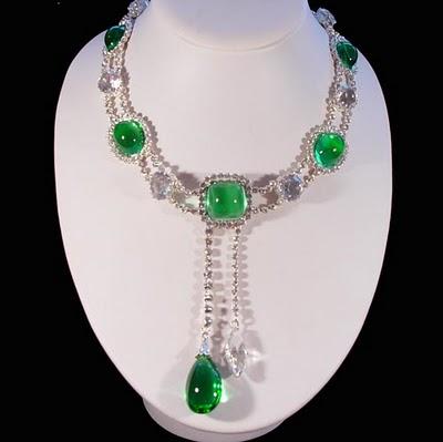 persona 5 queens necklace