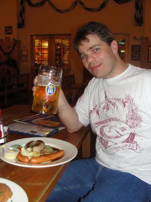 Bratwurst com Sauerkraut (linguiça com chucrute).