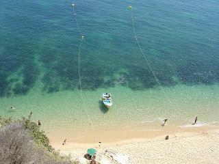 Strand, boot en mensen