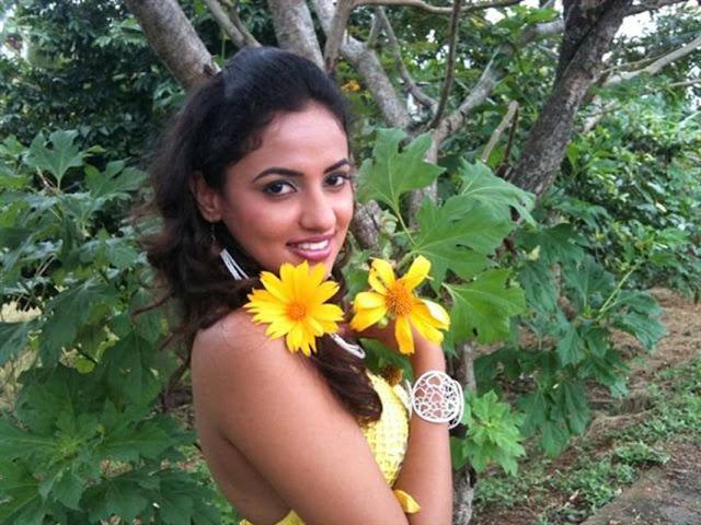 Sri Lankan Hot Actress Photos Udari Warnakulasooriya Hot -7684