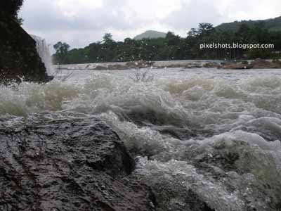wild river stream through rocks,river under athirapally waterfalls,chalakkudy river,kerala tourist spots,water splashing through rocks,oneday tour spots,picnic spots in thrissur