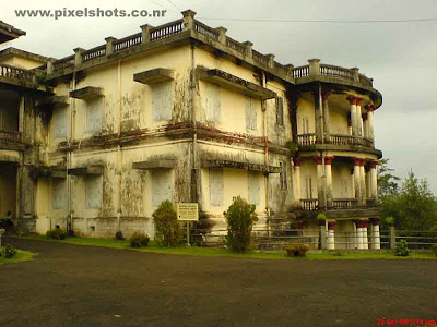 palace building where the weapons armoury chariots and carts were kept and is now a archaeological museum displaying them to the tourists coming here to kerala