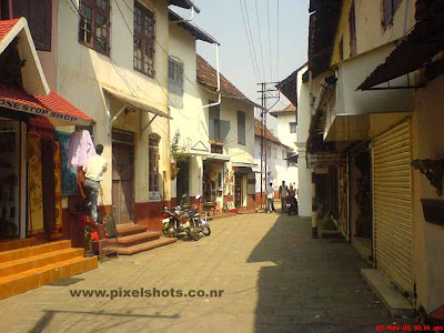 photograph of the jew street of india cochin kerala,the oldest jew street in india,famous and old streets of kerala, old indian jew streets,cochin street photos