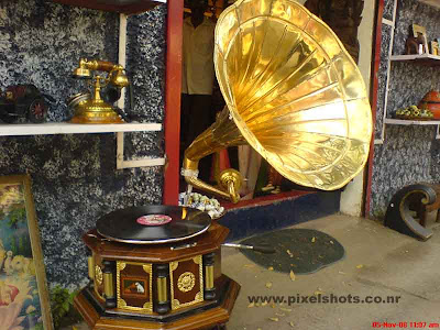 photograph of gramophone for sale in antiques shop in mattancherry jew street india cochin kerala