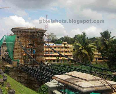 old suspension bridge,hanging bridge under archaeological department,keralas suspension bridge built in 18th century,bridges built by British in kerala india