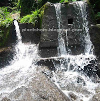 small waterfalls near thenmala lookout point,mini waterfalls,man made waterfalls,scenic points near thenmala,river bathing points