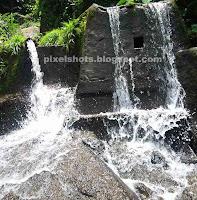 small waterfalls near thenmala lookout point,mini waterfalls,man made waterfalls,scenic points near thenmala,river bathing points