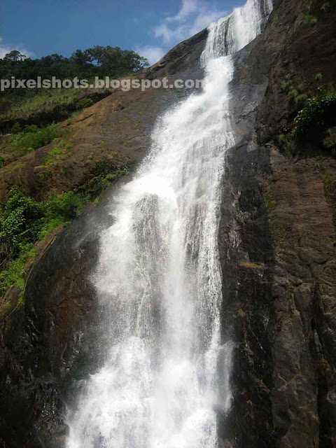 waterfalls in southern kerala,kollam district waterfalls,seasonal waterfalls,monsoon season waterfalls,palaruvi waterfalls in rainy season,palaruvi,waterfalls tourism spots kollam kerala india,close waterfalls photo,full length of palaruvy waterfalls,medicinal waterfalls,kerala ayurvedic waterfalls bathing points