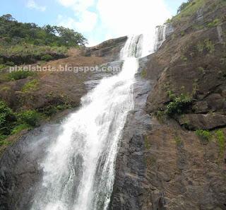 beautiful kerala waterfalls,palaruvi falls,safest kerala waterfalls,safe tourist spots of kerala,family tourism spots,kerala rivers and waterfalls