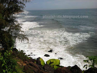 white sea waves of arabian sea,varkala beach photos,cliff top view of varkala beaches and arabian sea