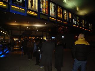 Colas en el cine el lunes, martes, el miercoles ¿Por que?
