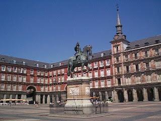 ¿Que opinais de la implantación del nuevo hotel que quieren poner en la Plaza Mayor de Madrid?