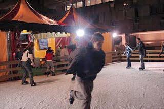 Pista de patinaje sobre hielo en la Plaza de la Luna
